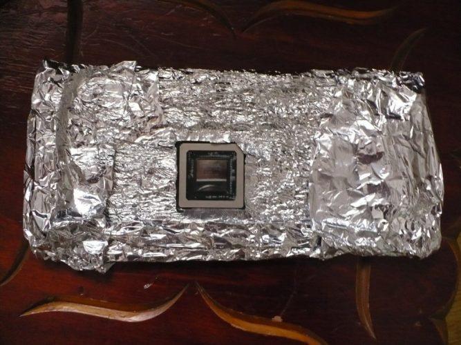 Видеокарта в фольге перед прожаркой в духовке