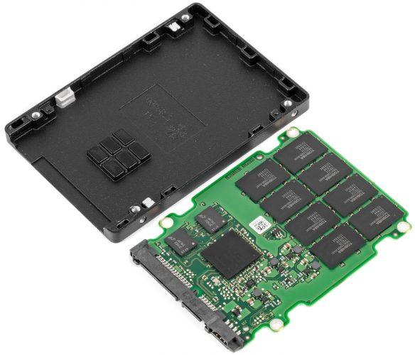 Разобранный SSD накопитель