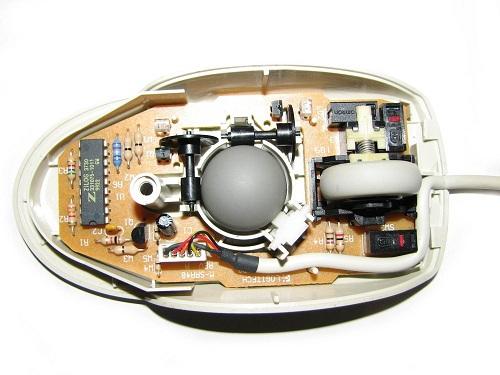 Механическая компьютерная мышь изнутри